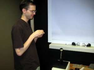 Photo : Fredrik setting up mirror stereoscope