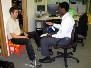 Photo : Ollie measuring Ignacio's stereoacuity with the Frisby test